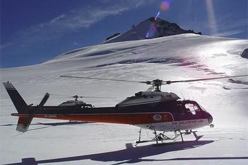 Voo de helicóptero panorâmico na montanha Fox Glacier
