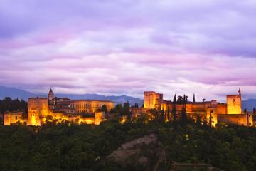Excursão noturna independente em Alhambra com guia de áudio GPS