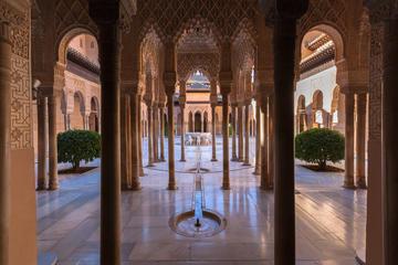 Sla wachtrij over: Alhambra Tour en Granada Hammam