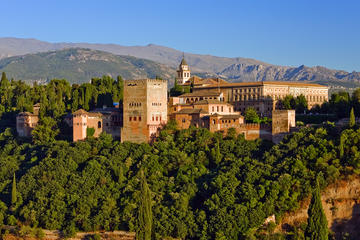 Zonder wachtrij: Alhambra-wandeltocht en privé-sightseeingvlucht