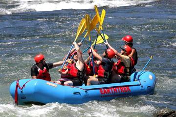 Aventura de rafting no Rio Americano...