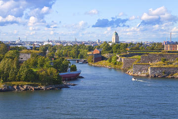 Crucero turístico por los canales de Helsinki