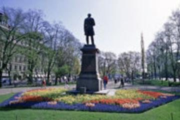visite-de-la-ville-helsinki-statue