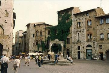 San Gimignano: its towers and the Vernaccia wine