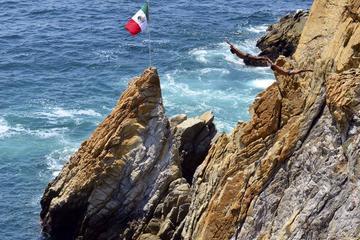 Jantar ao pôr do sol e mergulhadores de penhascos em Acapulco