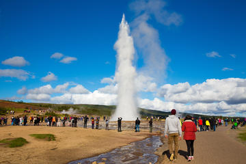 Golden Circle Classic Day Tour from Reykjavik with Live Guide and