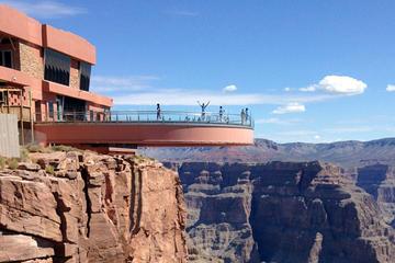 Combinazione Grand Canyon West Rim: SUV di lusso, elicottero e barca