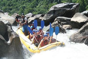 Rafting en aguas bravas durante medio día en el río Barron desde...