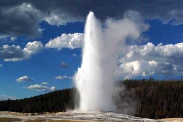 Yellowstone National Park Full-Day Guided Tour