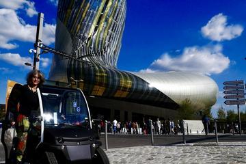 Visite touristique autoguidée de la ville de Bordeaux en véhicule...