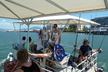Trinity Inlet Self-Drive Pontoon Boat Hire in Cairns