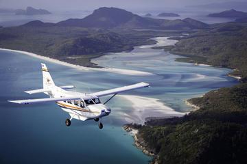 エアリービーチからのウィットサンデー遊覧飛行。オーシャンラフティング冒険ツア…