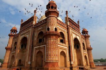 A tour to the ancient tomb of Safdarjung - Delhi