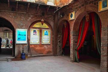 A walk through history culture and vibrant markets of Delhi