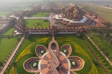 Experience the cosmic energy at Akshardham temple in Delhi