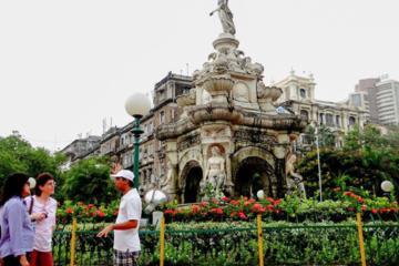 Historic Walking Tour of Mumbai Through Apollo Gate and The Front Bay