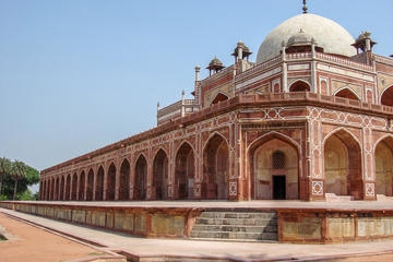 See the iconic Humayuns tomb - explore Delhi's rich past