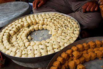 Walking Tour to Experience Jaipur's Local Delicacies