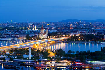 Sightseeingcruise inkludert middag i Wien