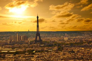 Snabbinträde: Rundtur i Eiffeltornet i solnedgången i liten grupp
