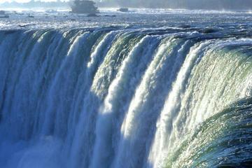 Tour zu den Niagarafällen ab Toronto einschließlich Weinprobe