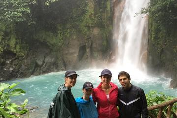 Rio Celeste Day Tour from San Jose