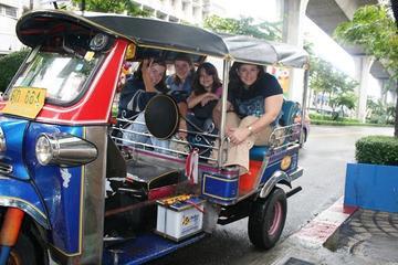 Private Tour: Bangkok Night Lights Tuk Tuk Tour with Dinner