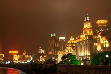 Private Shanghai at Night Walking Tour with Shanghai Tower
