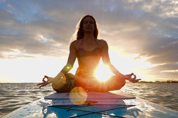 Cours de yoga sur une planche à Honolulu