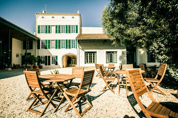 Visite en petit groupe de la cave de vermouth de Noilly Prat avec...
