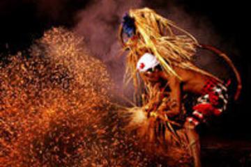 Excursão Noturna com Dança Bali...