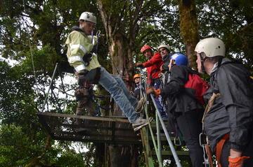 Recorrido en tirolina, aventura extrema en Selvatura Park en...