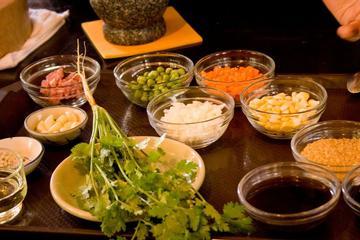 Clase en la escuela de cocina tailandesa Baipai de Bangkok