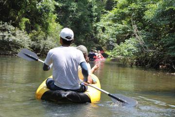 Excursão pela Baía de Phang Nga com exploração de cavernas em canoas...