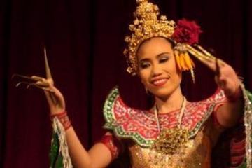 Thai-middag og klassisk thai-dans...