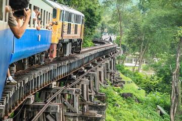 Togrejse fra Thailand til Burma og til Broen over floden Kwai