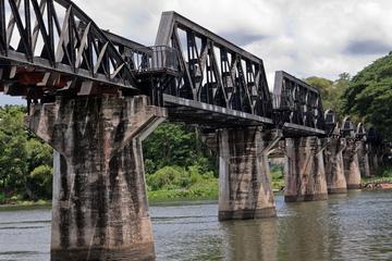 Tour privato: tour del ponte della ferrovia della morte sul fiume