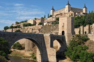 Excursión de un día por su cuenta a Toledo: Toledo Card y transporte...