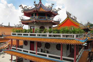 チャンギ刑務所、クランジ戦争記念碑、光明山普覚禅寺をめぐるシンガポール島1周…
