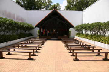Private Changi Chapel and Museum Tour