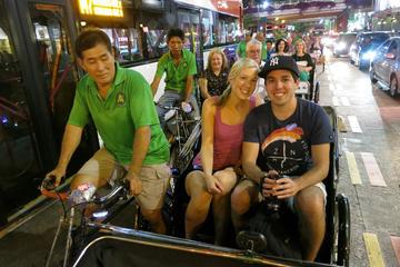 Recorrido nocturno en bicitaxi por el barrio de Chinatown de Singapur...