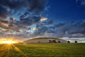 Newgrange, Hill of Tara Historical Coach Tour from Dublin