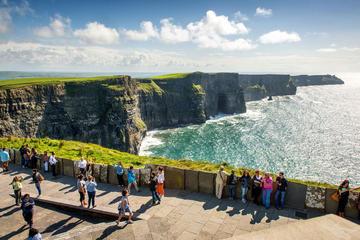 Traslado a los acantilados de Moher y el pueblo de Doolin desde Dublín