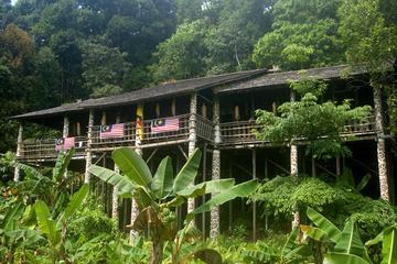 Recorrido tradicional a los pueblos de casas coloniales de bambú en...