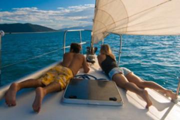 Crucero con almuerzo de lujo y buceo de superficie en Los Cabos
