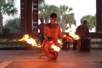 Polynesian Fire Luau y cena con...