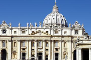 行列をスキップ:バチカン美術館、サンピエトロ大…