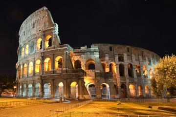 Colosseum en het oude Rome bij nacht