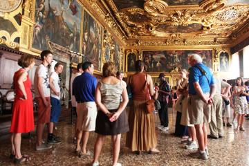 Evite as filas: Excursão de itinerários secretos do Palácio Ducal