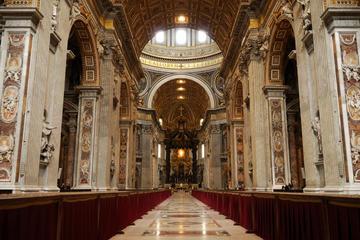 Excursão a pé evitando as filas aos Museus do Vaticano com guia...